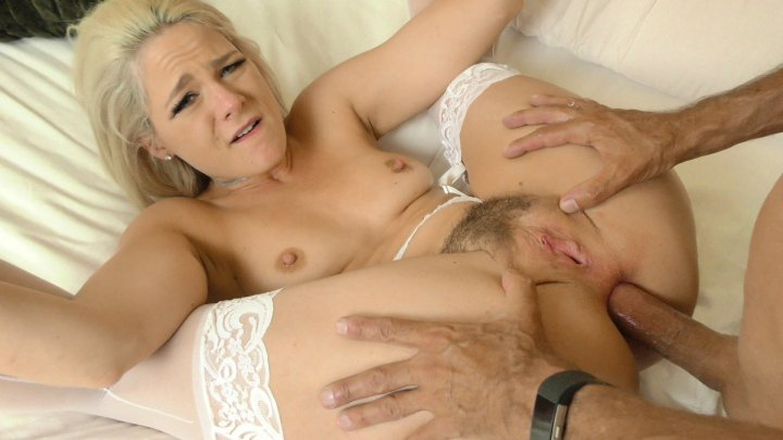 Streaming porn video still #2 from Thumper In The Dumper