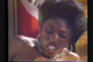Streaming porn video still #6 from La Boomba